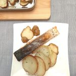 Broiled salmon, potatoes and Jerusalem artichokes