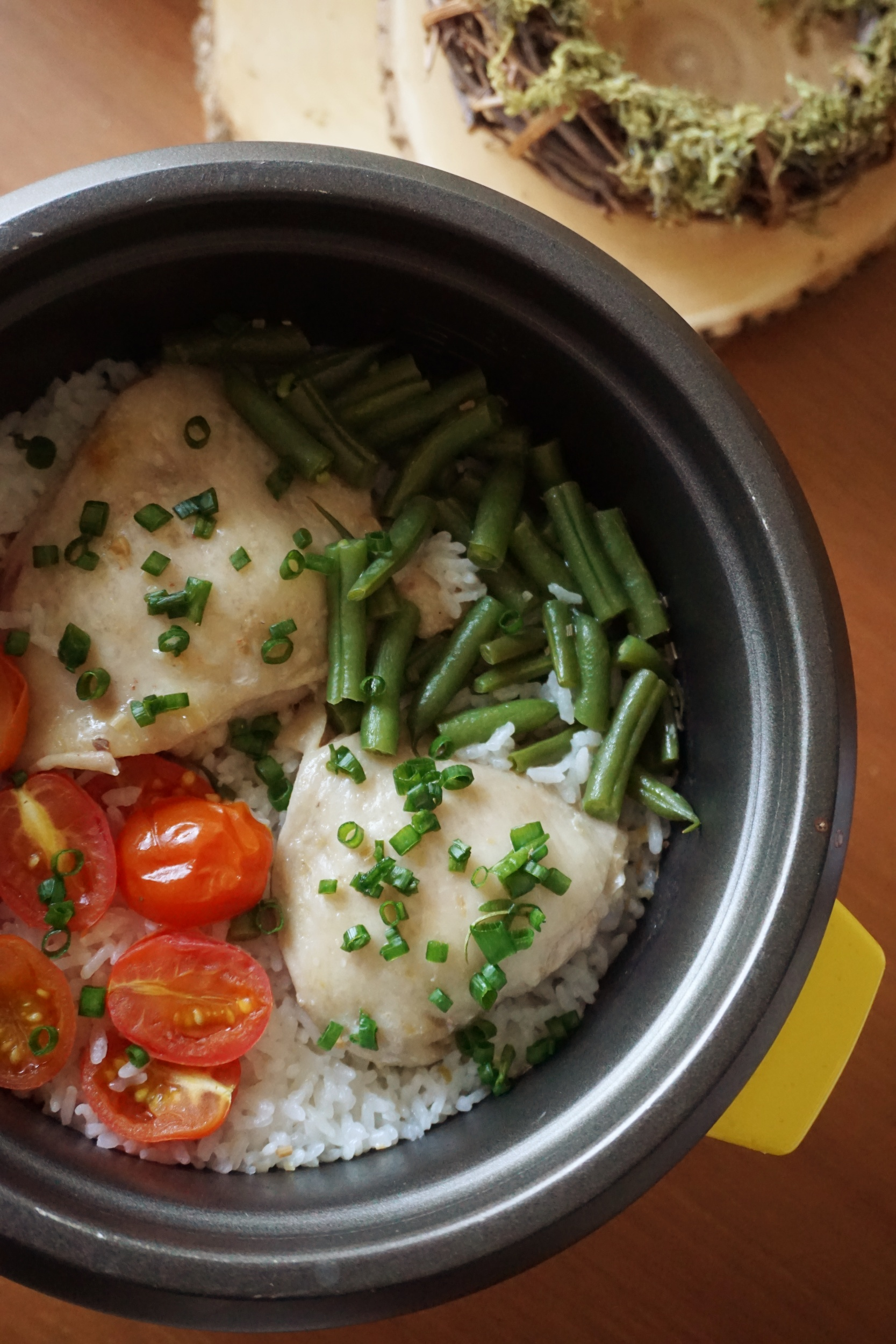 One-pot Rice Cooker Chicken Rice with Vegetables